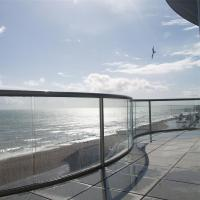 Cheap Arched Tempered Glass Railing / Aluminum U Channel Railing / Curved Glass Balustrade for sale