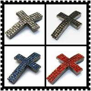 Best OEM Fancy Plating Sideway Crystal Rhinestone Pave Cross Pendant Jewelry  25 * 33 mm wholesale