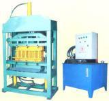 China Small Concrete Block Machine (QT2-15) on sale