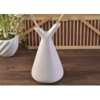Best White Empty Diffuser Bottles , Ceramic Essential Oil Diffuser With Rose & Sticks wholesale
