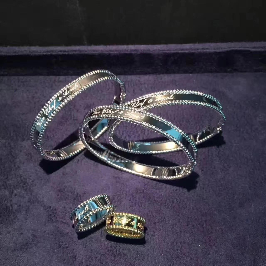 Best van cleef costume jewelry Solid 18K Rose Gold Van Cleef Jewelry / Signature Bracelet Medium Model For Women wholesale