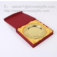 Best Custom gold commemorative plate with stand, detailed raise flower gold tray with gift box, wholesale