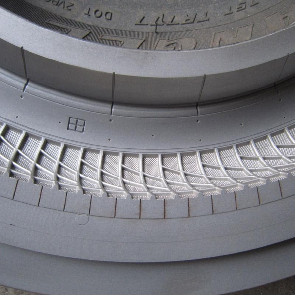 China 20x2.125 Cycle Tyre Mold